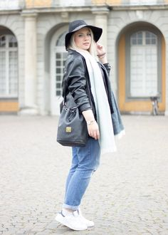 Streetstyle / Bloggerlook / Outfit with Boyfriend Jeans, Leatherjacket, MCM Vintage Bag and Adidas Stan Smith
