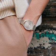When SKIN and Irony meet, be ready to eternize every moment. The silver SKINPOLE is a slim and polished stainless steel watch, with a lustrous sun-brushed silver dial and a subtle black print - SWATCH SKINPOLE - collection: Swatch Skin Irony - Watch movement: Quartz - Watch color: Silver