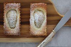 Com uma pitada de açúcar...: Tortinhas de Pêras e Amêndoas