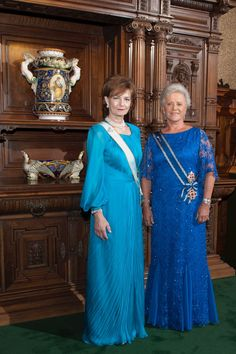 Crown Princess Margareta, has conferred the Grand Cross of the Order of the Crown of Romania upon Princess Muna of Jordan during a solemn ceremony held in the Hall of Honour at Peleș Castle. Romanian Royal Family, Peles Castle, Grand Cross, First Daughter, Blue Gown, Imperial Russia, Royal Jewelry, Royal House, Kaiser