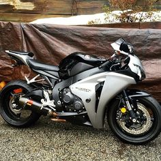 """Rate 1-10 | via: @staceyy521 #Honda #cbr #SportBikeAddicts"" Cbr, Honda Sport Bikes, Honda Fireblade, Speed Bike, Sportbikes, Hot Bikes, Honda Motorcycles, Bike Design, Motorcycle Gear"