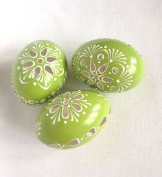 Items similar to Set of 3 light Green Hand Decorated Painted Easter Egg Madeira Traditional Slavic Wax Pinhead Chicken Egg, Pysanka on Etsy Egg Crafts, Easter Crafts, Art D'oeuf, Egg Rock, Carved Eggs, Egg Tree, Easter Egg Designs, Diy Ostern, Easter Traditions