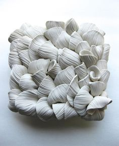 This Designer Creates Beautiful And Delicate Ceramic Flowers Clay Flowers, Ceramic Flowers, Sculpture Clay, Wall Sculptures, Porcelain Ceramics, Ceramic Art, Clay Texture, Selling Handmade Items, Clay Tiles