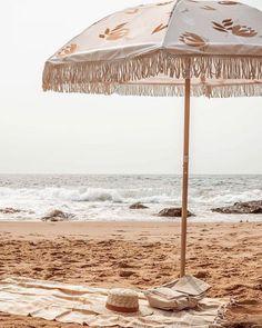 Brown Aesthetic, Beach Aesthetic, Aesthetic Images, Summer Aesthetic, Travel Aesthetic, Aesthetic Wallpapers, The Beach, Beach Babe, Beach Umbrella