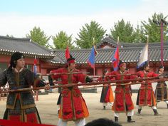 """Demonstrations of the traditional Korean martial art """"Muye 24-ki"""" are taking place several days a week at Hwaseong Haenggung Palace in Suwon. Muye 24-ki is military art comprised of 24 skills. It was recorded in the """"Muyedobotongji,"""" a comprehensive, illustrated manual of Korean martial arts written in 1790 and published by the Joseon army. New recruits to the military forces of the time had to pass an examination that included a test of their Muye skills."""