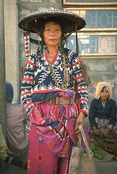 Traditional textiles of the Philippines, We all living beings are made of the… Philippines Culture, Philippines Outfit, We Are The World, People Around The World, Cultura Filipina, Textiles, Folk Costume, Costumes, Filipino Culture