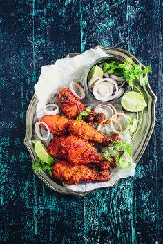 Il pollo Tandoori (Tanduri murghi) prende il nome dal forno tandur, un particolare forno di terracotta che aggiunge un caratteristico sapore di «arrostito» alle pietanze. #cucinaindiana
