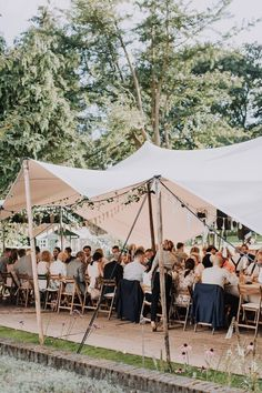 Waarom feesten in een tent zo hip is - Blog - Salino.be Small Garden Wedding, Yard Wedding, Outside Wedding, Wedding Story, Boho Wedding, Wedding Reception, Dream Wedding, Olive And Vine, Sailing Outfit