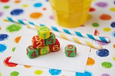Aren't these tiny cubes of marshmallow fondant the perfect nibbles for a kids party?