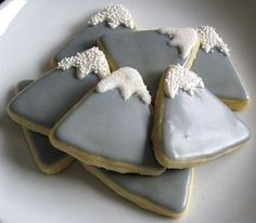 Mountain Cookies - Would be cute for a LotR/Hobbit party! The snowy mountain. or change the white icing to orange/red and it would be Mount Doom! Baby Shower Themes, Baby Boy Shower, Shower Ideas, Baby Showers, Mountain Cake, Hobbit Party, Cake Craft, Baby Shower Cookies, Baby Cookies