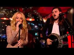 """Kylie Minogue e Mumford & Sons fazem cover de """"All I Want For Christmas Is You"""", de Mariah Carey #Cantora, #Cover, #Programa, #Single, #Vídeo http://popzone.tv/2015/12/kylie-minogue-e-mumford-sons-fazem-cover-de-all-i-want-for-christmas-is-you-de-mariah-carey.html"""