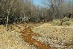 Río Grande, con su caracterítico color, La Carolina, prov. de San Luis, Argentina