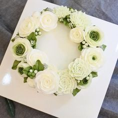 프로포즈 케이크 옆에는 You complete me♡ 라는 로맨틱한 문구가 rcream #Fleur#Gâteau#BungaKue#鲜花蛋糕#เค้ก#flowerstagram #ดอกไม้#wiltoncakes#bakingclass#cakedesign#cakeshop#theflowercompny#instacake#koreanbuttercream#koreanflowercake#플라워케이크#kursuskue#튤립#tulip#플라워케익#방콕#Bangkokcake#CakesThailand #ThailandFlowerCake