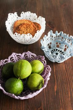 Hege in France: Tuesday Tips - DIY Doily Baskets- soak in fabric stiffener or starch, hang over upside down bowl