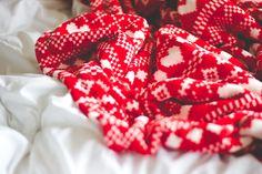 http://melinasouza.com/2015/07/07/6-on-6-julho-2015/  Red- Vermelho- Heart- Coração <3  Melina Souza - Serendipity <3
