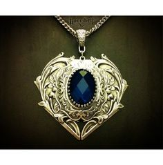 Queen Hearts Necklace Dark Blue Stone