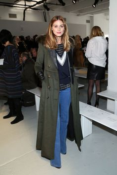 Olivia Palermo from Stars at New York Fashion Week Fall 2015 In a long army-green trench, the fashionista graces the front row of Misha Nonoo. Plaid Fashion, Tomboy Fashion, 70s Fashion, Fashion Week, New York Fashion, Winter Fashion, Fashion Show, Style Fashion, Milan Fashion