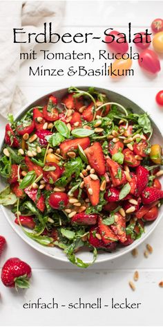 Salad with strawberries, tomatoes, mint and basil - Salat mit Erdbeeren, Tomaten, Minze und Basilikum The strawberry salad is like the summer that comes in a bowl. This delicious salad is full of strawberries. That sounds very much like summer. I also add Basil Recipes, Salad Recipes, Healthy Recipes, Healthy Foods, Pasta Mexicana, Cottage Cheese Salad, Caesar Salad, Easy Salads, Summer Salads