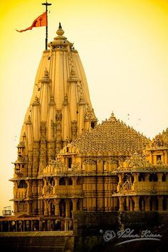 ॐ Somnath Hindu Mandir (Temple), Gujarat, India- Hinduism 卐 It was destroyed a few times but today stands tall! Indian Temple Architecture, Ancient Architecture, Gothic Architecture, Amazing India, Amazing Pics, Temple Indien, Hindu Mandir, Travel Photographie, Hindu Temple