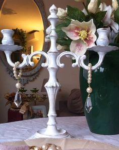 SALDO Splendida coppia di candelabri, vintage decorati shabby chic bianchi con imitazione perle e cristalli on Etsy, €48,94