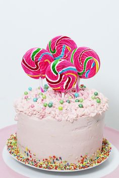 Auf der Suche nach einer außergewöhnlichen Party Idee für den nächsten Geburtstag? Probier' doch meine coole Überraschung-Torte mit Streusel-Füllung aus!