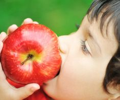 How to get kids to eat healthier series: kids eating apples. Healthy Fruit Snacks, Healthy Cereal, Healthy Dips, Healthy Pizza, Healthy Protein, Healthy Cookies, Healthy Eating, Healthy Weight Gain, Healthy Recipes For Weight Loss