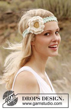 """Banda para el cabello DROPS, en ganchillo, con flor de Gerbera, en """"Paris"""". ~ DROPS Design"""