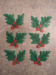 kristtjørn i hama perler Perler Bead Designs, Perler Bead Templates, Hama Beads Design, Diy Perler Beads, Perler Bead Art, Pearler Bead Patterns, Perler Patterns, Quilt Patterns, Christmas Perler Beads