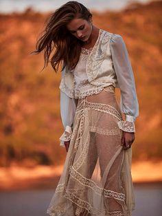 http://www.fashiongonerogue.com/rozanne-verduin-telva-brides-tomas-de-la-fuente/