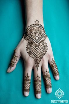 Tattoos are created by injecting ink through into the skin. Pretty Henna Designs, Finger Henna Designs, Full Hand Mehndi Designs, Henna Art Designs, Mehndi Designs For Beginners, Mehndi Designs For Fingers, Dulhan Mehndi Designs, Latest Mehndi Designs, Mehndi Designs For Hands