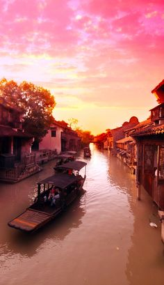 Sunset at Suzhou, an ancient water village in China   |   21 Magnificent Photos That Will Place China On Your Bucket List