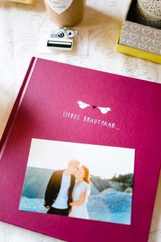Gästebuch mir vorausgefüllten Fragen für die Hochzeit. Foto: http://frauherz.de