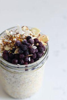 Overnight oats with frozen blueberries | HonestlyYUM