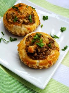 Appetizer from mushroom and cheese - simonacallas Jacque Pepin, Food Art, Baked Potato, Tart, Stuffed Mushrooms, Food And Drink, Appetizers, Cooking Recipes, Cheese