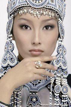 Yakut woman, Yakutistan, Russia: The beautiful & stylish. Beautiful Eyes, Beautiful People, Beautiful Women, Beautiful Artwork, Cool Winter, Ethno Style, Beauty Around The World, Exotic Beauties, Interesting Faces