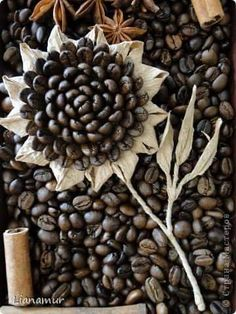 Coffee and twine sunflowers Seed Crafts For Kids, Diy Home Crafts, Easy Crafts, Coffee Bean Art, Coffee Beans, Sisal, Sweetie Cake, Seed Art, Christmas Crochet Patterns