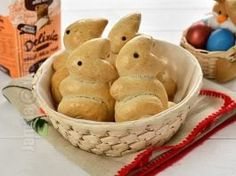 Chifle iepurasi pentru Paște – reteta video Muffin, Bread, Breakfast, Food, Honey, Morning Coffee, Muffins, Essen, Buns