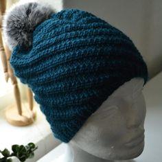 Mary-hue - Køb garn og pels-pompon til Mary-huen her Knitting Patterns Free, Free Pattern, Dark Winter, Knitting Accessories, Drops Design, Alpacas, Tatting, Knitted Hats, Winter Hats