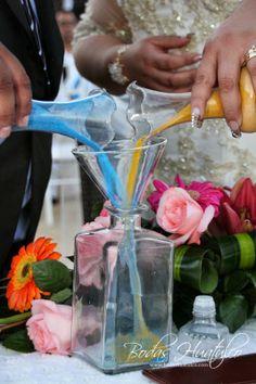 Ceremonia de la arena ideal para tu boda en playa por Bodas Huatulco