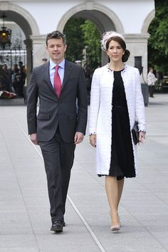 Frederik Crown Prince of Denmark and his wife Crown Princess Mary during their visit to the Tomb of the Unknown Soldier as part of their trip to Poland on May 12, 2014 in Warsaw, Poland.