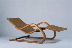 Alvar Aalto - Chaise-longue n° 39 1936 Structure flexible en… Nordic Furniture, Retro Furniture, Classic Furniture, Unique Furniture, Wood Furniture, Furniture Design, Alvar Aalto, Deck Chairs, Eames Chairs