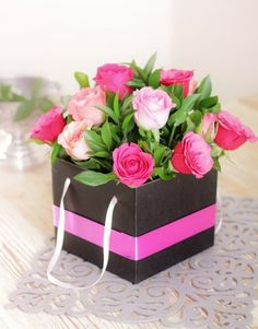 Buy or Send set the trend with this gift box of 12 or 24 mixed pink roses. Send this handbag box to a friend on their birthday or to someone special and let them know you thinking of them.  in South Africa. | Item Code NETSP314