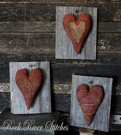love these primitive fabric hearts on barnwood plaques - nice rustic/prim look by Rock River Stitches #rustic #primitive #hearts