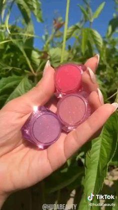 Lip Gloss Homemade, Homemade Skin Care, Diy Skin Care, Makeup Kit, Diy Makeup, Diy Gifts To Sell, Gloss Labial, Beauty Tips For Glowing Skin, Diy Lip Balm