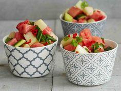 Viileässä maustunut melonisalaatti on kevyt lisäke kaikille grilliruoille.