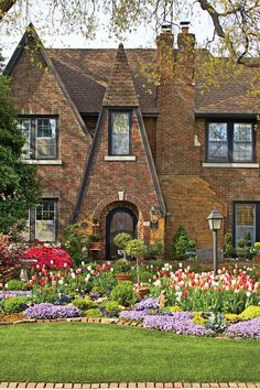 Linda Vater shares the tips she picked up when putting together her Oklahoma garden. Tumbleweeds could have rolled through the barren yard of this 1935 Oklahoma City Tudor home 26 years ago when Linda Vater and her husband, Jamie, bought it. Now, it's a kaleidoscope of bold colors, especially in spring, when about 800 tulips put on such a show that she often watches lines of cars rolling by to take them in. It's a satisfying scene for Vater, a self-taught gardener who did all of this…