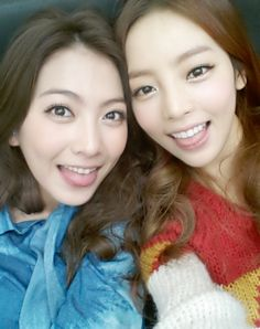 KARA's Jiyoung and Hara look like twins in their recent selca