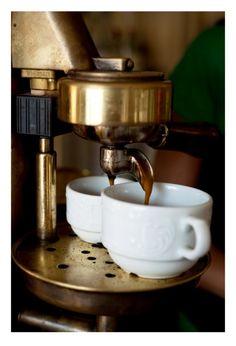 Il rito del caffè a Napoli: i segreti e i trucchi.
