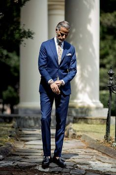 Men suits blue -- click visit link above to read Mens Fashion Suits, Mens Suits, Costume Hugo Boss, Suits You Sir, Style Costume Homme, Mode Costume, Formal Suits, Gentleman Style, Look Cool