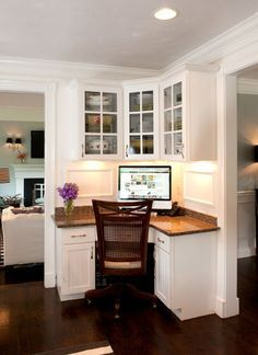 Like this corner work space area in the kitchen. So convenient to look up recipes, pay bills.